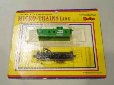 MTL-50050 - 34' Wood Sheathed Caboose, w/ Slanted Cupola - Lines Kadee -  Burlington Northern
