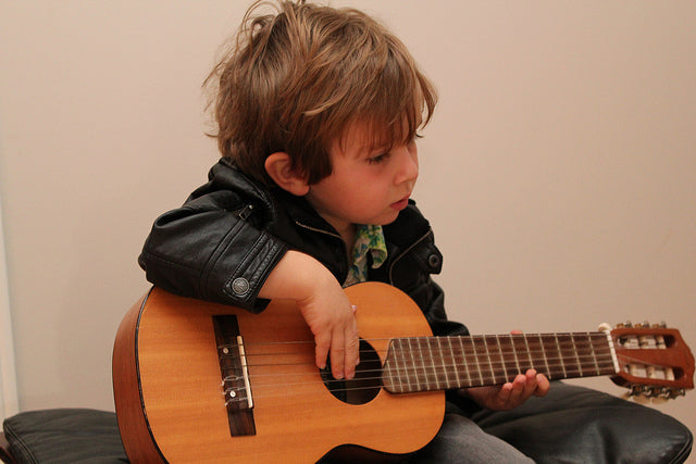8 Best Kids Guitars in 2020