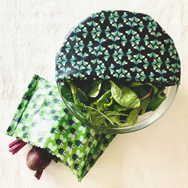 Buzzy Bees 2-Pack Medium Beeswax Wraps Insitu