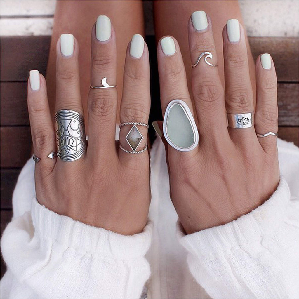 Endless-Wave-Midi-Ring-Worn-by-Gypsylovinlight-HelenJannesonBense