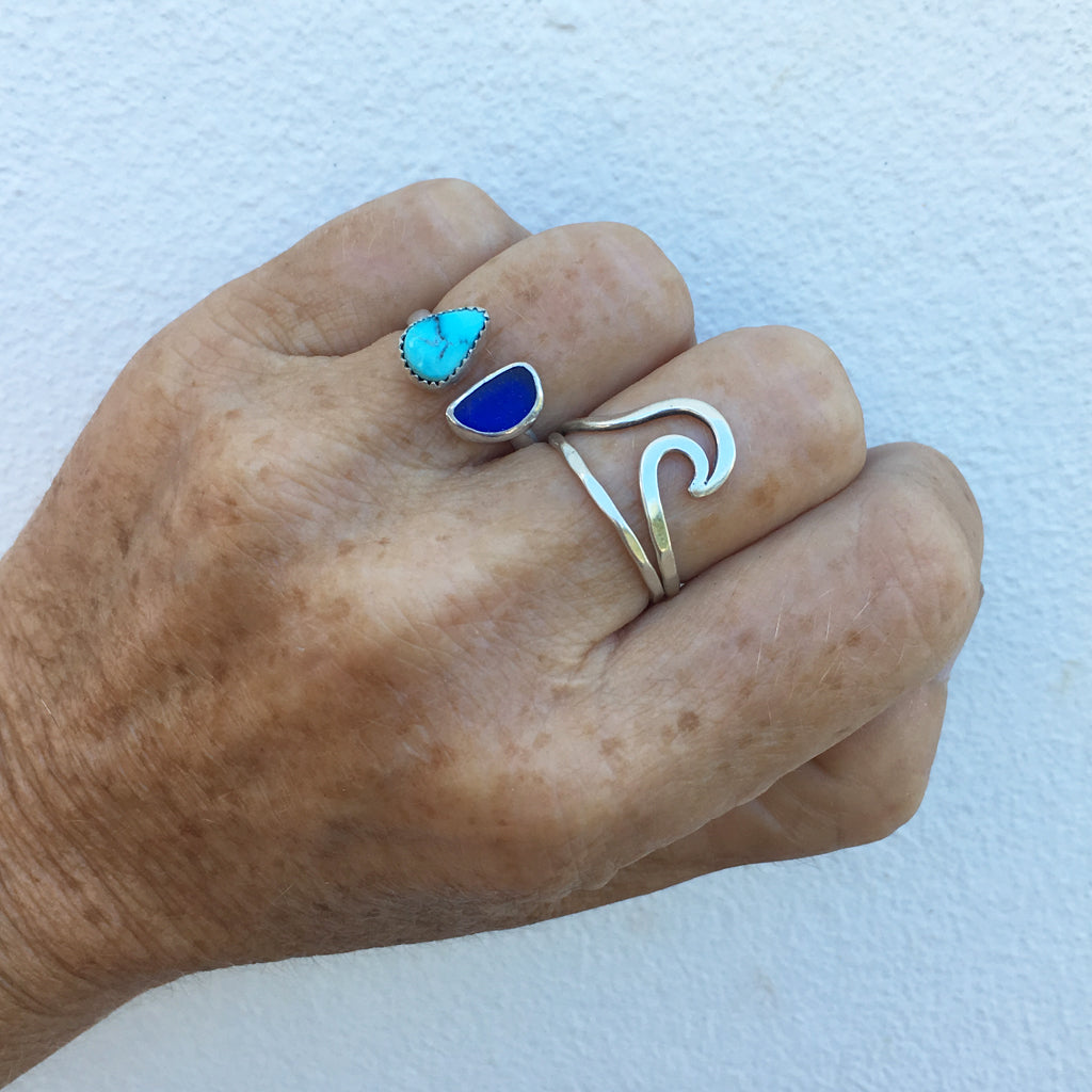 Handcrafted-TwoTreasures-Ring-Kingman-Turquoise-and-SeaGlass-in-SterlingSilver-Shown-on-Hand
