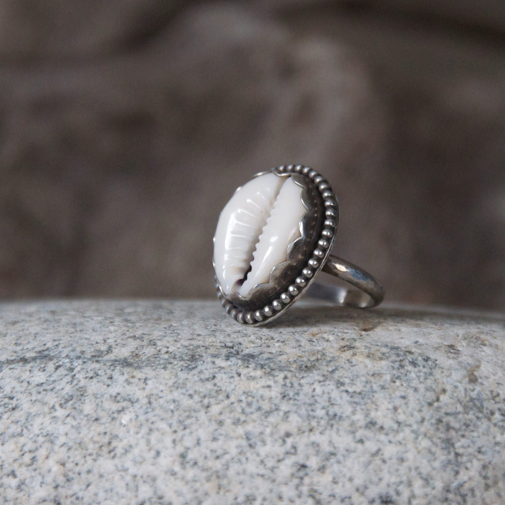 La-Playa-Cowry-Shell-Ring-in-Sterling-Silver-Hammered-Band