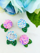 Load image into Gallery viewer, Hydrangea Studs - White