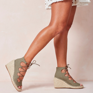 Walnut Vine Wedge (Khaki)