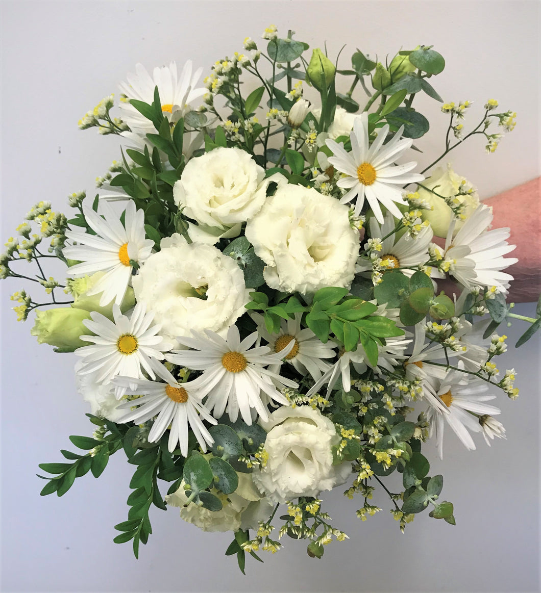 daisy, Lisianthus and yellow diamond, wedding bouquet, wedding, bride, wedding flowers, casual wedding