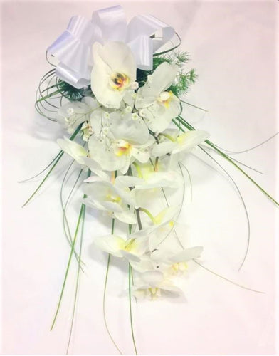Wedding, Bride, Bridesmaid, Wedding celebration, Wedding flowers, White Bouquet, satin ribbon