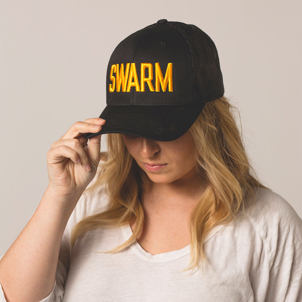alt front view on model SWARM black trucker
