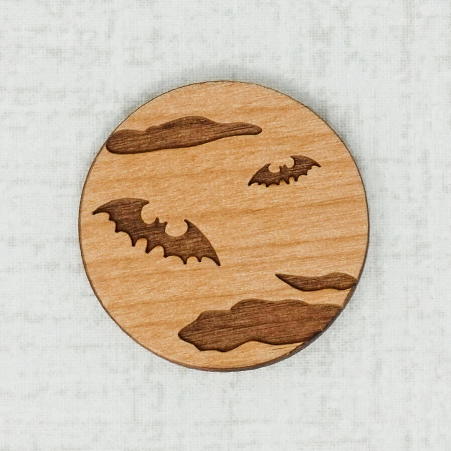 Bat alder wooden needle minder top view