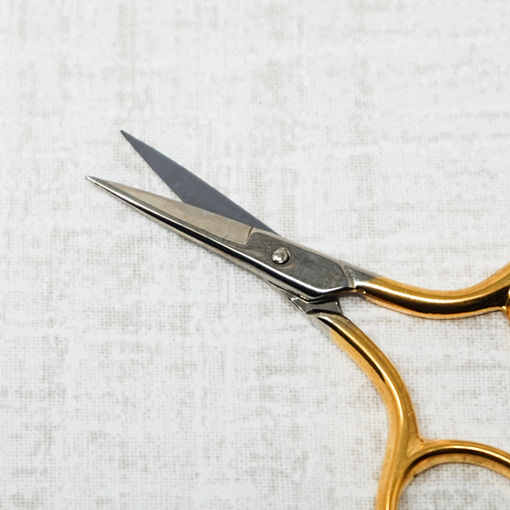 Bohin Gilt Handle Embroidery Scissors close up of blades