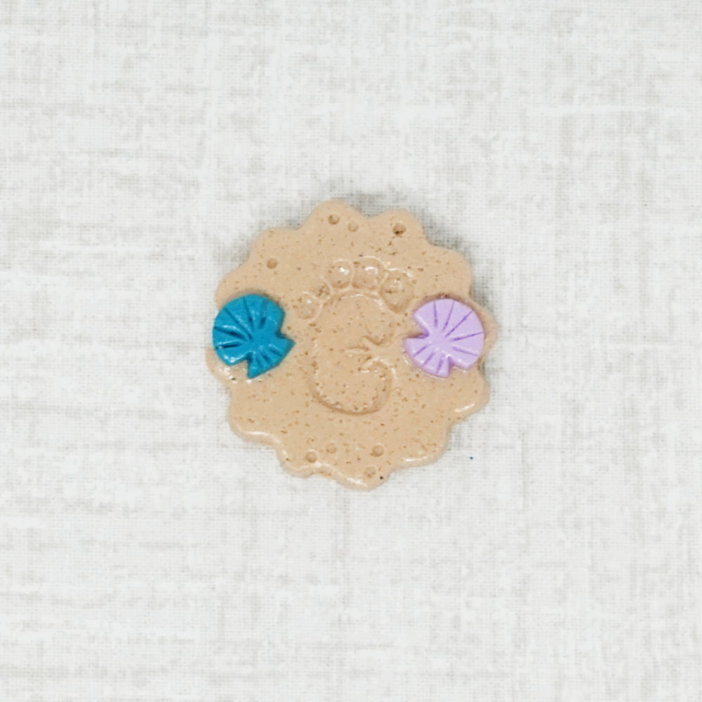 Sandy footprint with shells handmade needle minder