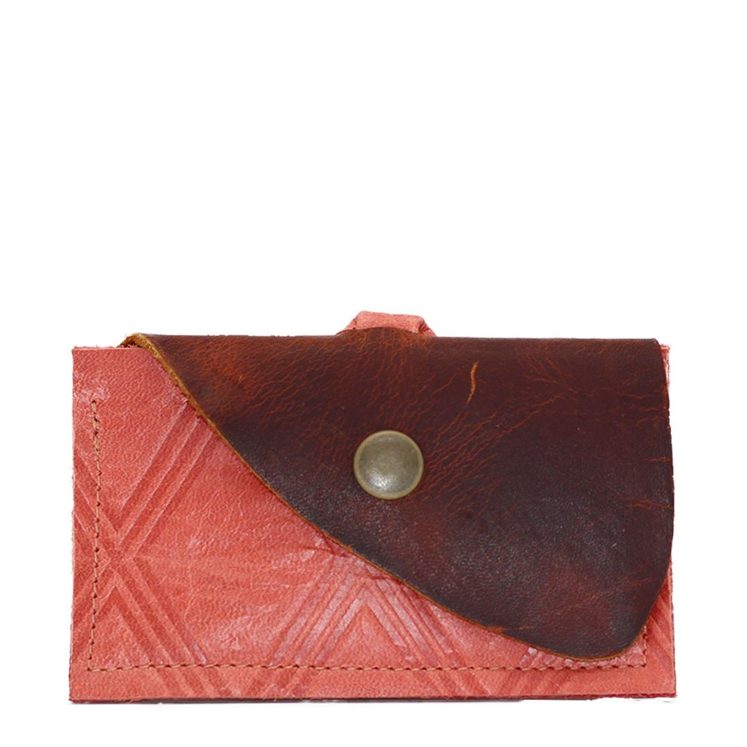 Leather clutch wallet securing cards and business cards. Holds up to 7 credit cards front and back and secures business cards in the back. Made using textured sustainable leather