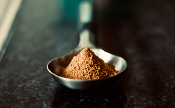 Spoon of adaptogenic substance powder
