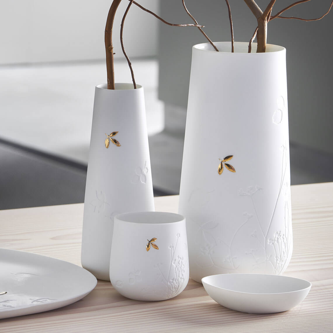 White Porcelain Vase With Gold Embossed Leaf - Small