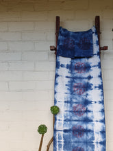 Load image into Gallery viewer, Tablerunner Set | Linen | White | Handprinted and dyed