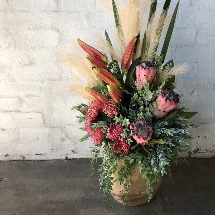 Large Pink Deisgn with Wooden Vase