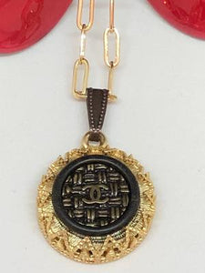 #387 Vintage Couture Necklace 22mm