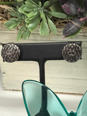 #396 Vintage Couture Earrings 16mm
