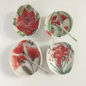Porcelain Native Floral Bowl Red