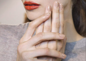 What type of woman are you according to your nail polish color?