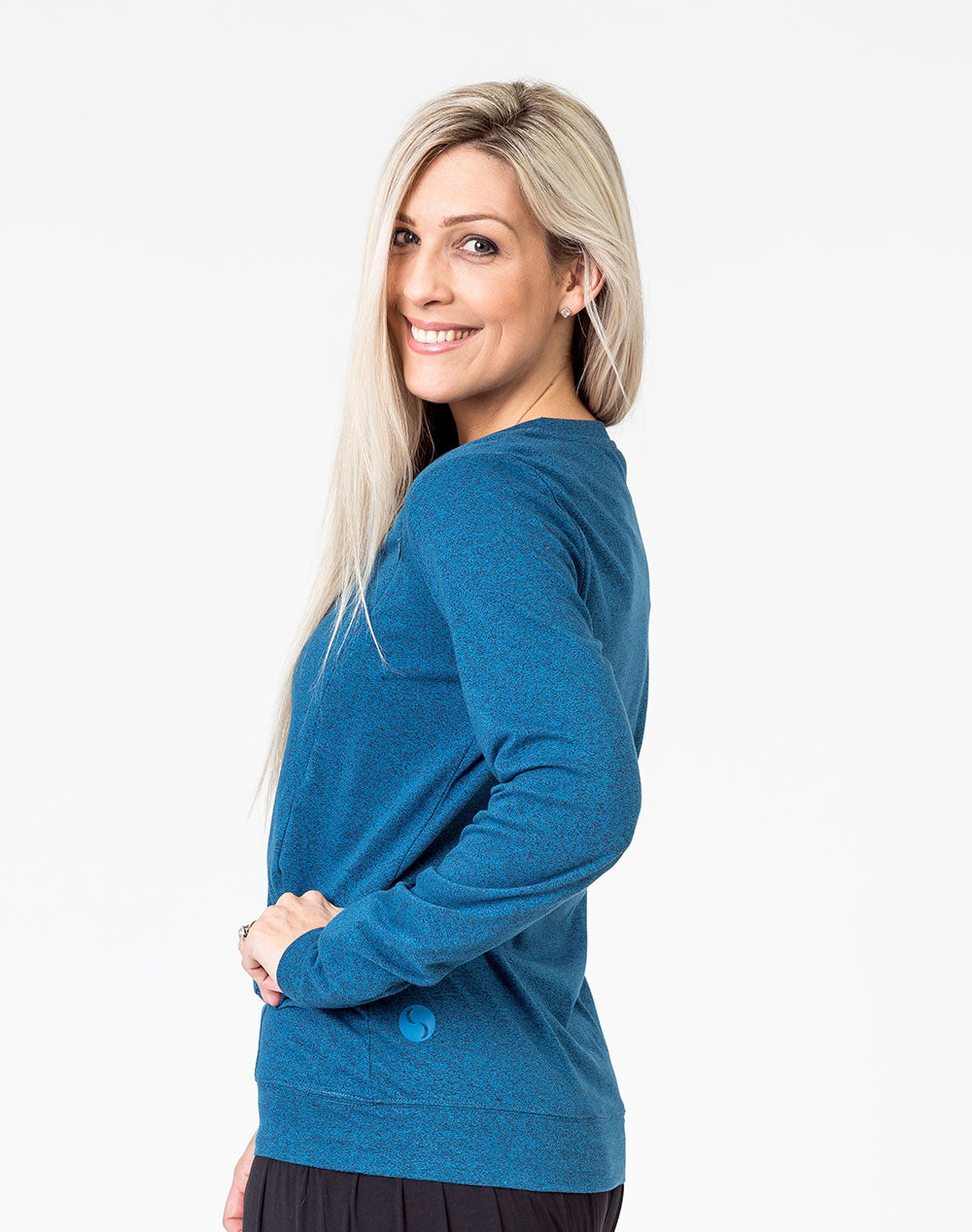 side view of a mom wearing a navy maternity top with long sleeves and invisible zips