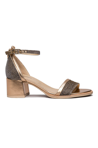 Leather sandals on covered heel