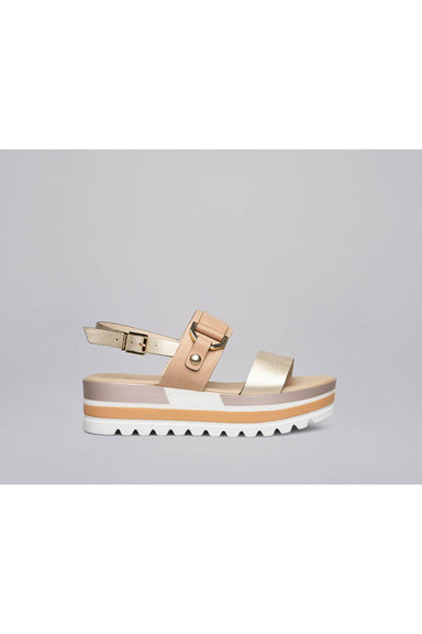 Leather sandals with metal accessory