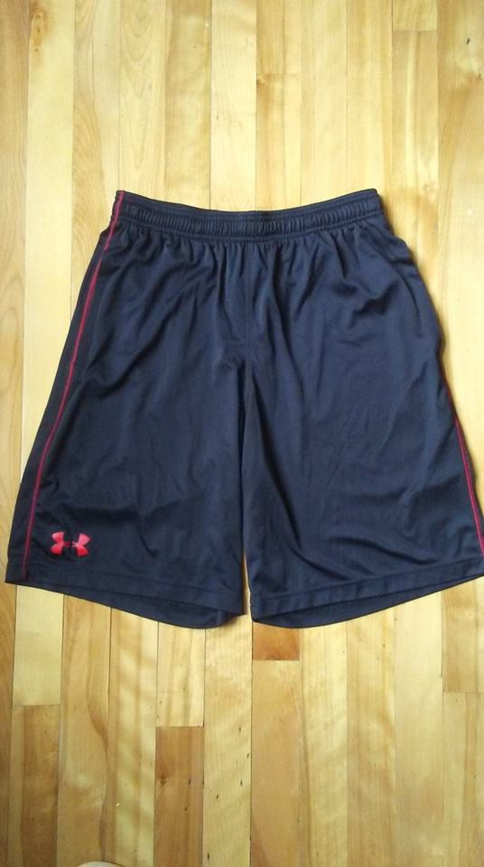 Short noir et rouge Under Armour M