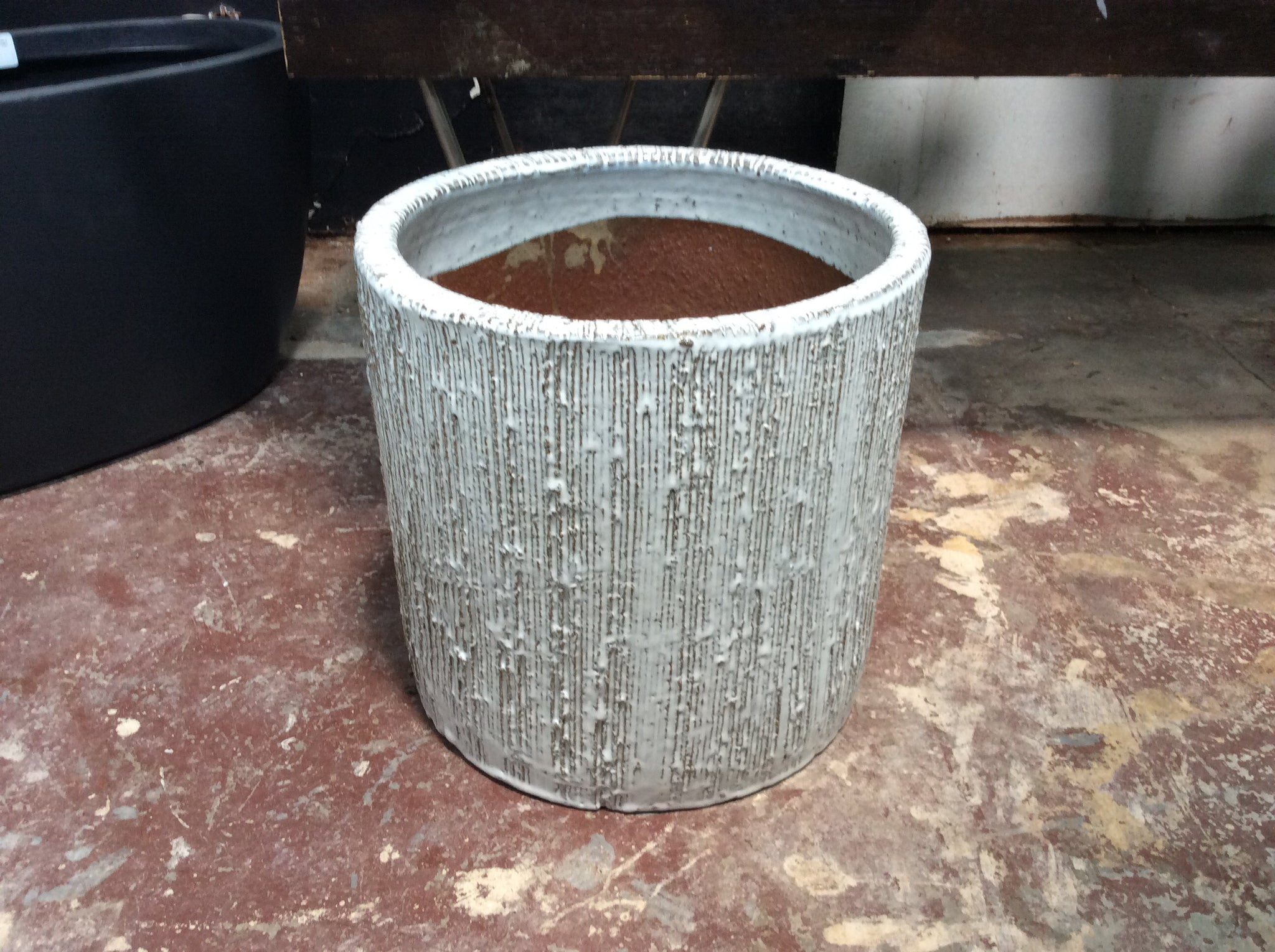 Cylinder scored white pot