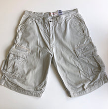 Load image into Gallery viewer, Levi's cargo shorts