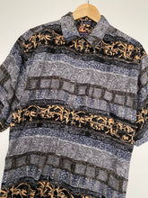 Load image into Gallery viewer, Crazy print shirt (L)