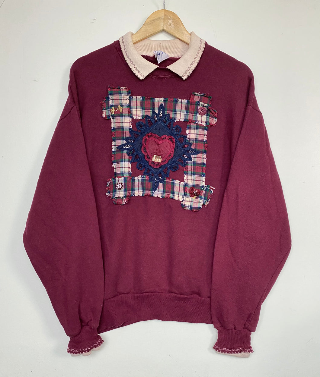 Embroidered 'Heart' sweatshirt (L)