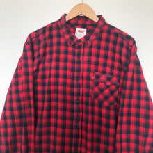 Load image into Gallery viewer, Levi's flannel shirt (XL)