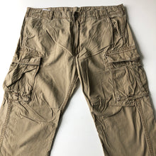 Load image into Gallery viewer, Levi's cargos