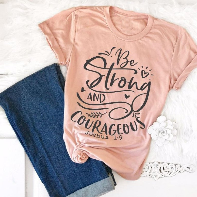 Be Strong and Courageous Christian T-Shirt Religious Clothing Bible Verse Vintage Tee Stylish Slogan Graphic Tops Jesus Outfits