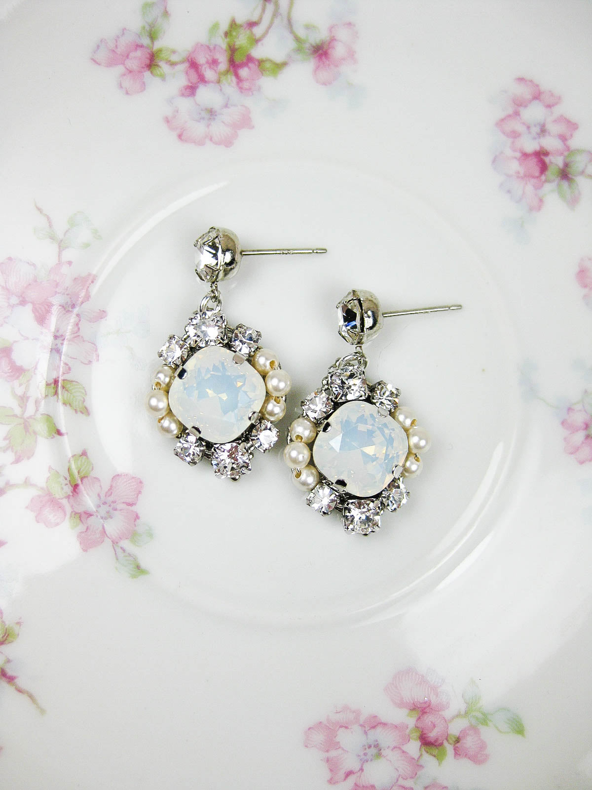 Scarlett III Earrings in Opal/White - e439