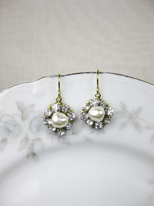 Claire II Earrings in Gold - e444