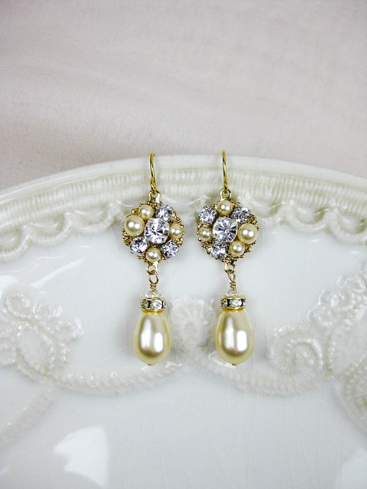Astrid Drop Earrings in Gold - e449