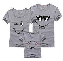 sampurchase  New 2017 Cotton Family Matching T Shirt Smiling Face Shirt Short Sleeves Matching Clothes Fashion Family Outfit Set Tees Tops