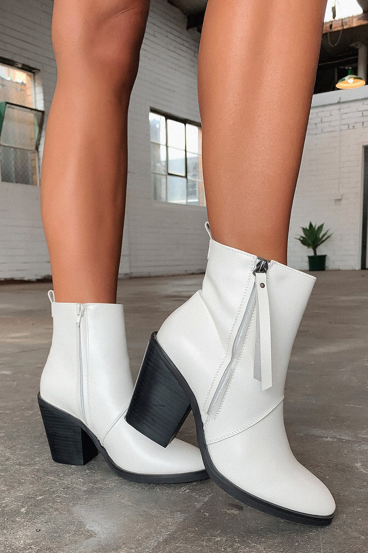 Rowlett Cowboy Boot - White