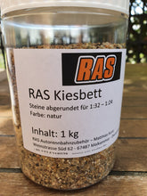 Laden Sie das Bild in den Galerie-Viewer, RAS Kiesbett natur 1 kg