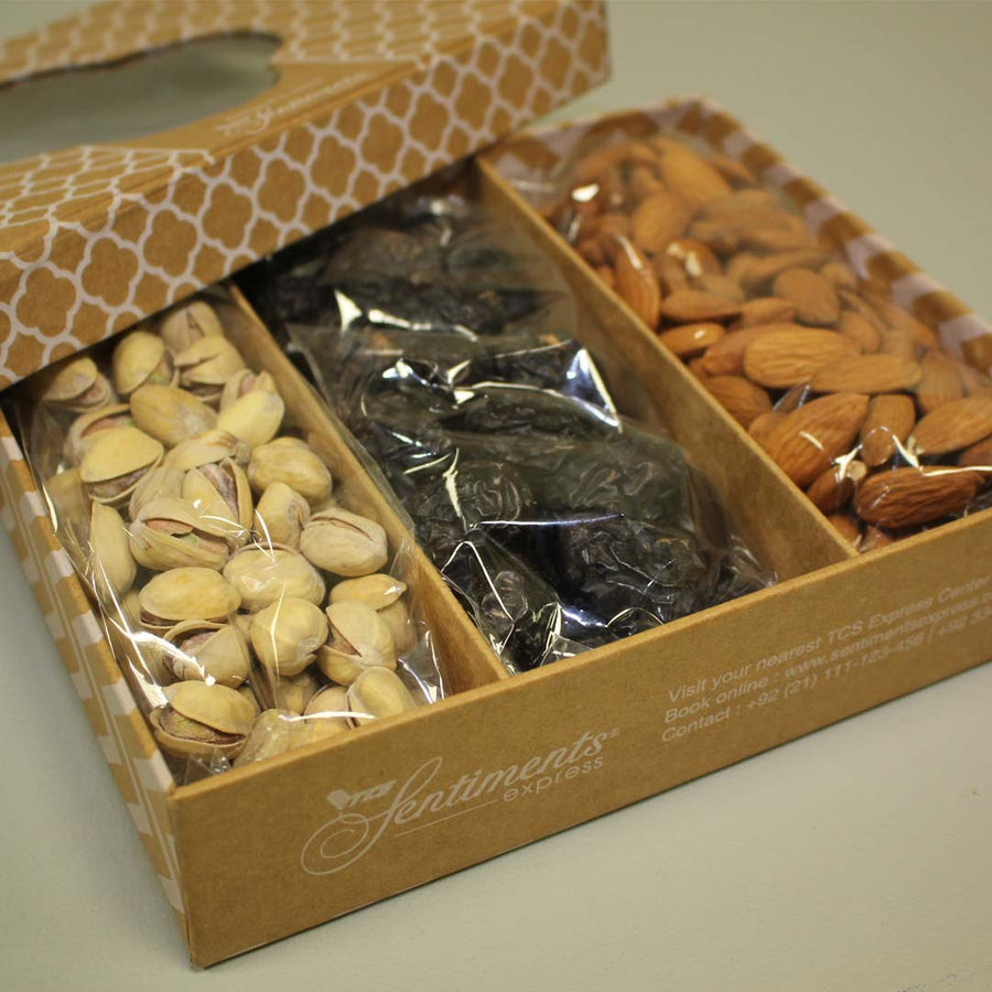 Ajwa with dried fruit box