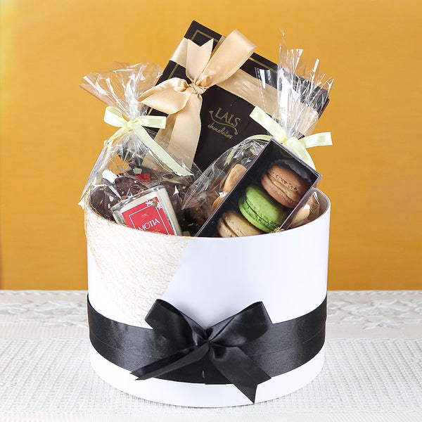 SIGNATURE ROUND HAMPER BY LALS