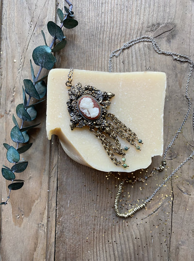 The Cameo Rolo Vintage Pendant Necklace