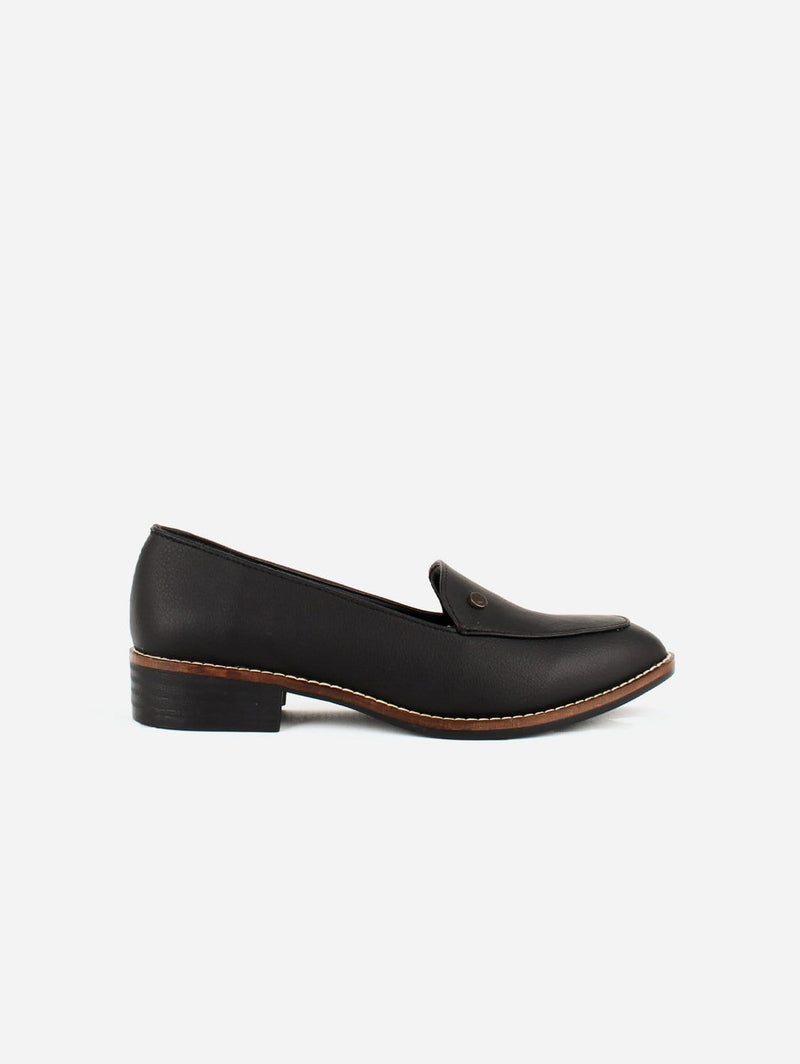 Carmona Collection María Vegan Cactus Leather Loafer | Black