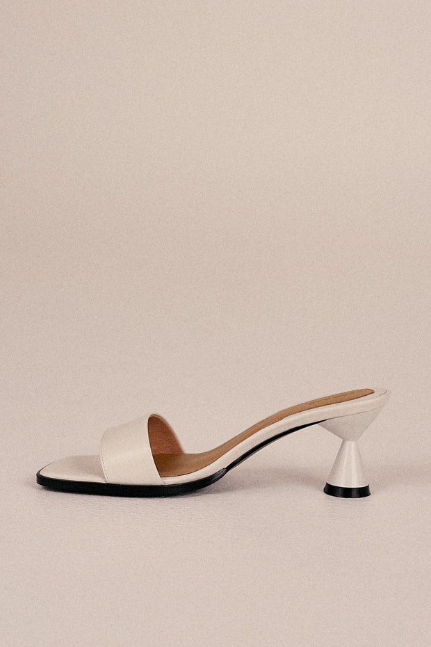 Pace Leather Slide in Ivory