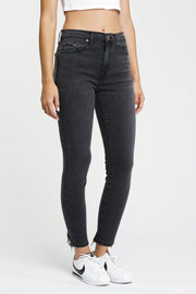 Aline High Rise Skinny in Dangerous
