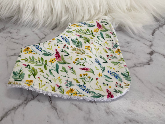 Leafy flowers Dribble Bib