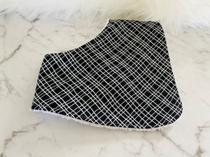 Black and white line Dribble Bib