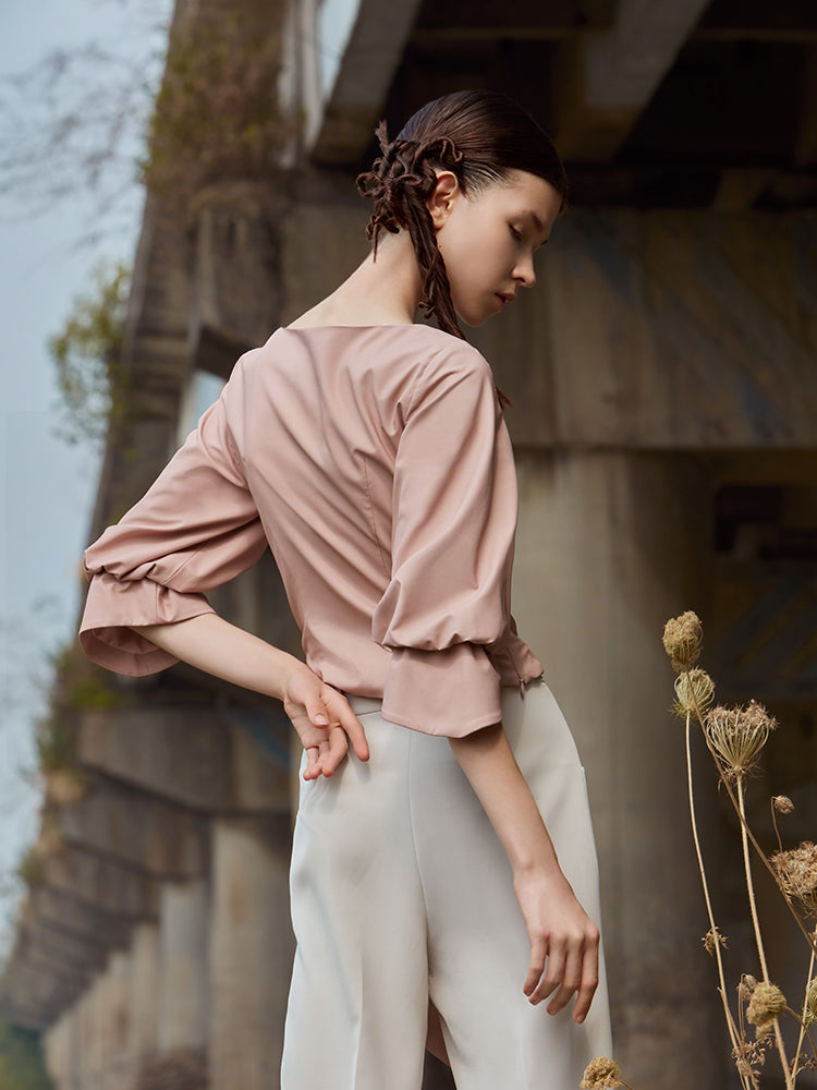 PLEATED TOP WITH LANTERN SLEEVE