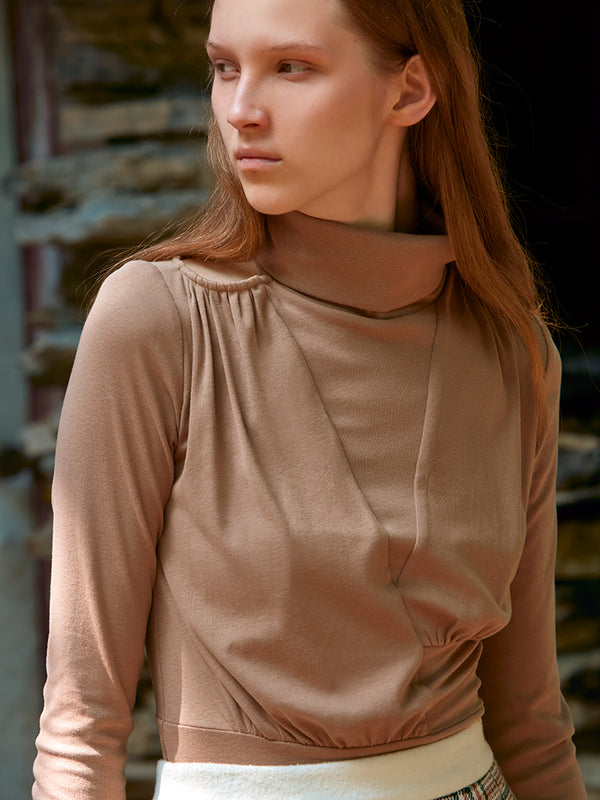 RUCHED TOP WITH HOLLOWEN DETAIL